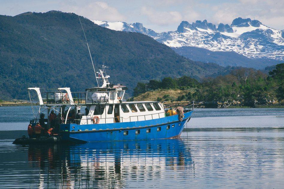 Sailing through the Murray Strait